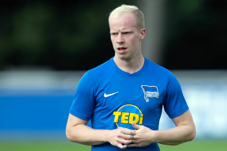 Herthas Flügelflitzer Dennis Jastrzembski (20) wird nach dem vorzeitigen Ende der Leihe beim SC Paderborn 07 direkt zum SV Waldhof Mannheim weiterverliehen.