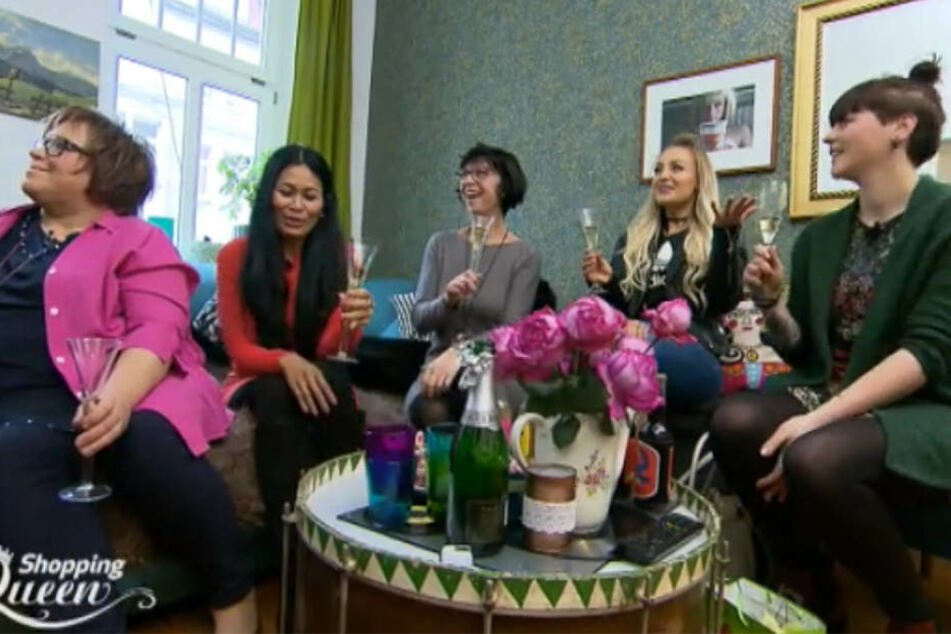 """Die Leipziger Kandidatinnen Friedruhn, Noria, Heike, Irina und Jennifer (v.l.n.r.) freuten sich über ihr Motto """"Fashion Lover - Sei der Hingucker in deiner neuen Sommerjacke!"""""""