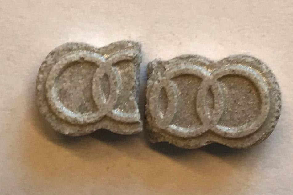 Die Polizei hat diese Ecstasy-Tablette im Umfeld des Techno-Festivals in Mainz sichergestellt.