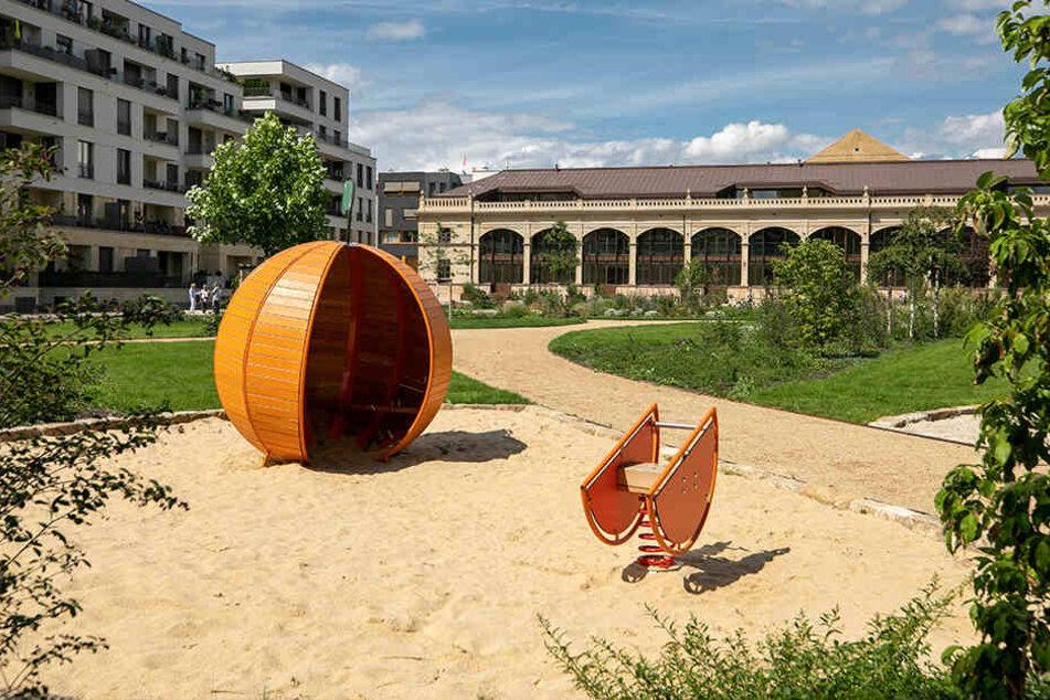 Am Rande der Parkanlage ließ Investor Reinhard Saal (68) einen kleinen Spielplatz bauen.