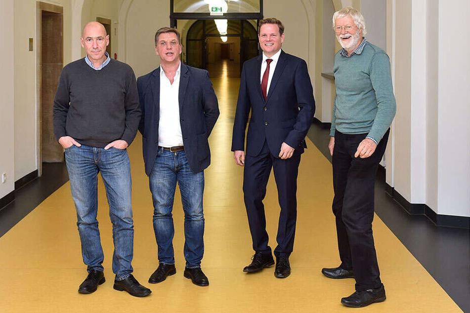 Thomas Blümel, Jan Kaboth, Christian Bösl und Peter Barts von der Bürgerfraktion fordern größere Fraktionsräume ein.