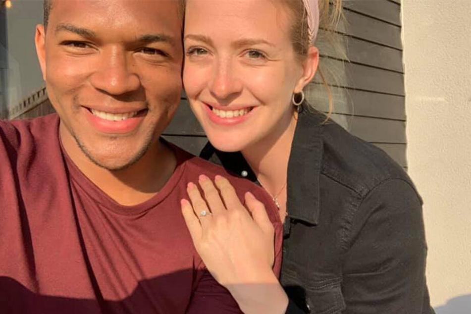 Am Ende lachten beide: Verlobung geglückt!