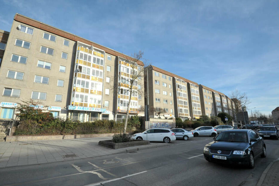 Die Plattenbauten an der Augustusburger Straße 9 bis werden für 7,8 Millionen  Euro saniert.