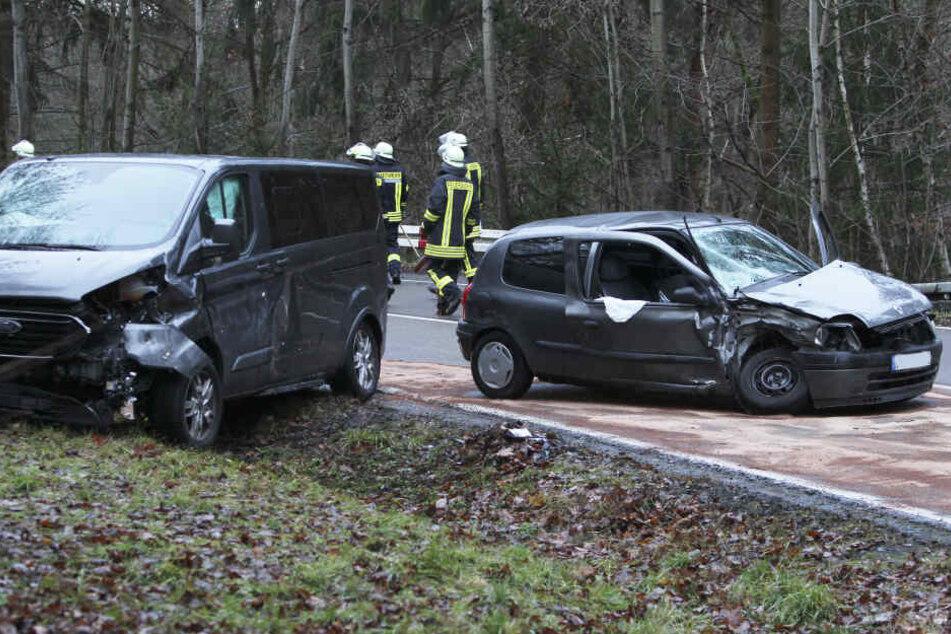 Ein Ford-Kleintransporter krachte mit einem Peugeot zusammen.