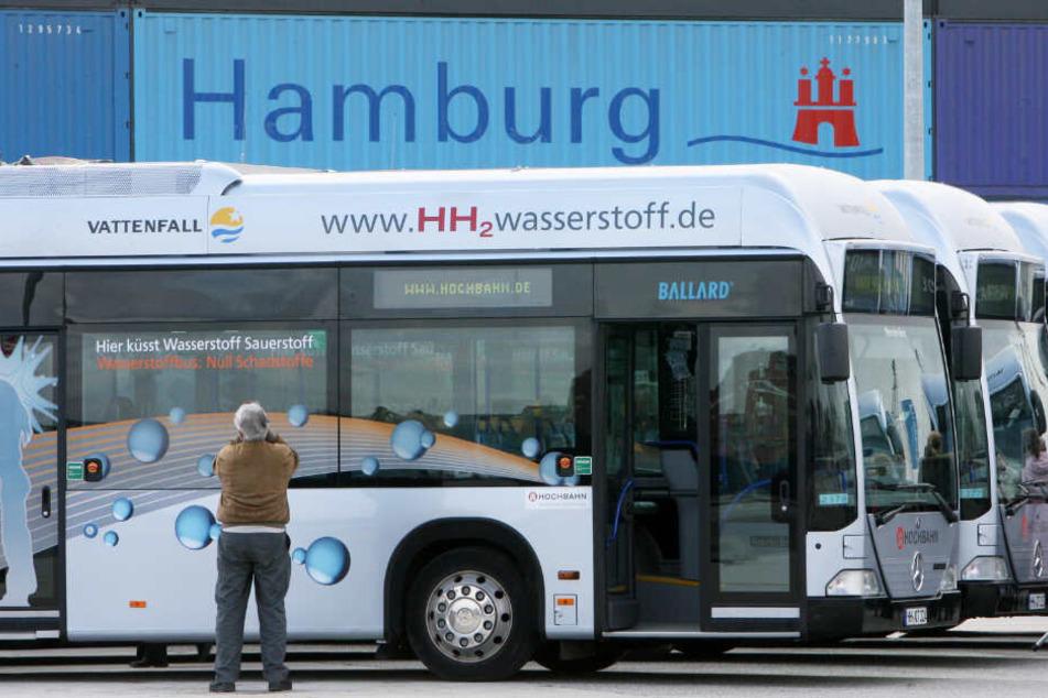 Die Flotte der Wasserstoff-Busse in Hamburg bleiben seit Jahresende in ihrem Depot