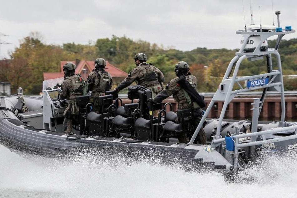 Auch auf dem Wasser haben die rund 150 Einsatzkräfte trainiert.
