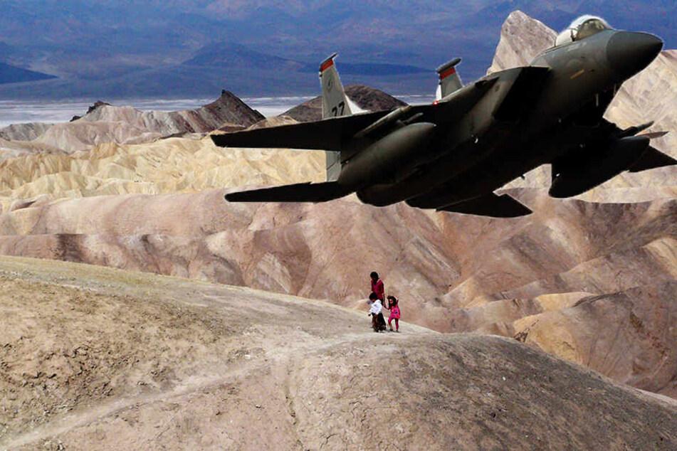Militärjet stürzt über Touristengebiet ab: Mindestens sieben Verletzte