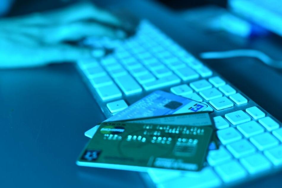 Ermittler zerschlagen Ring von dreisten Internetbetrügern