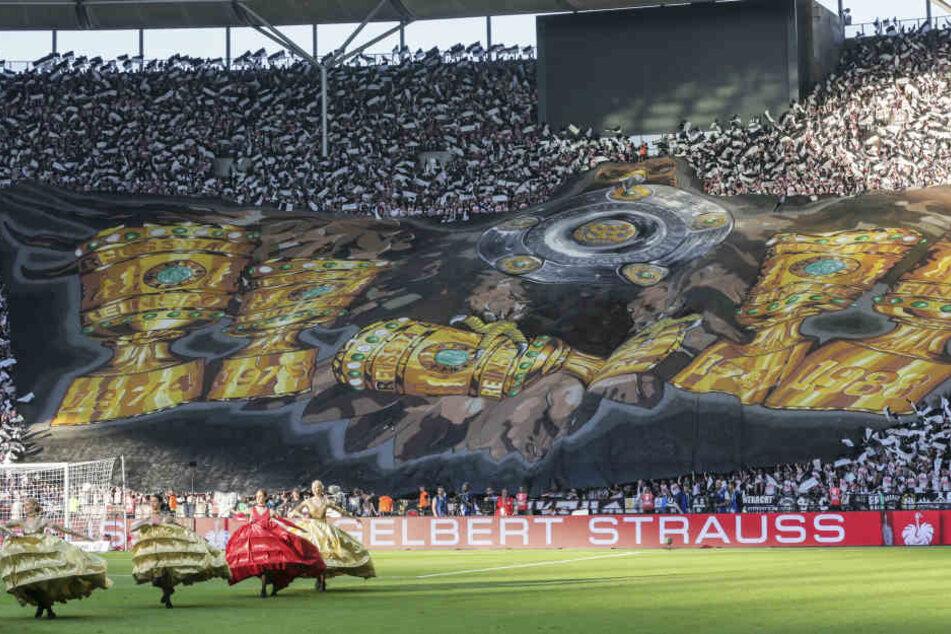 Beim DFB-Pokal-Finale in Berlin lieferten die Eintracht-Fans eine sehenswerte Choreographie ab.