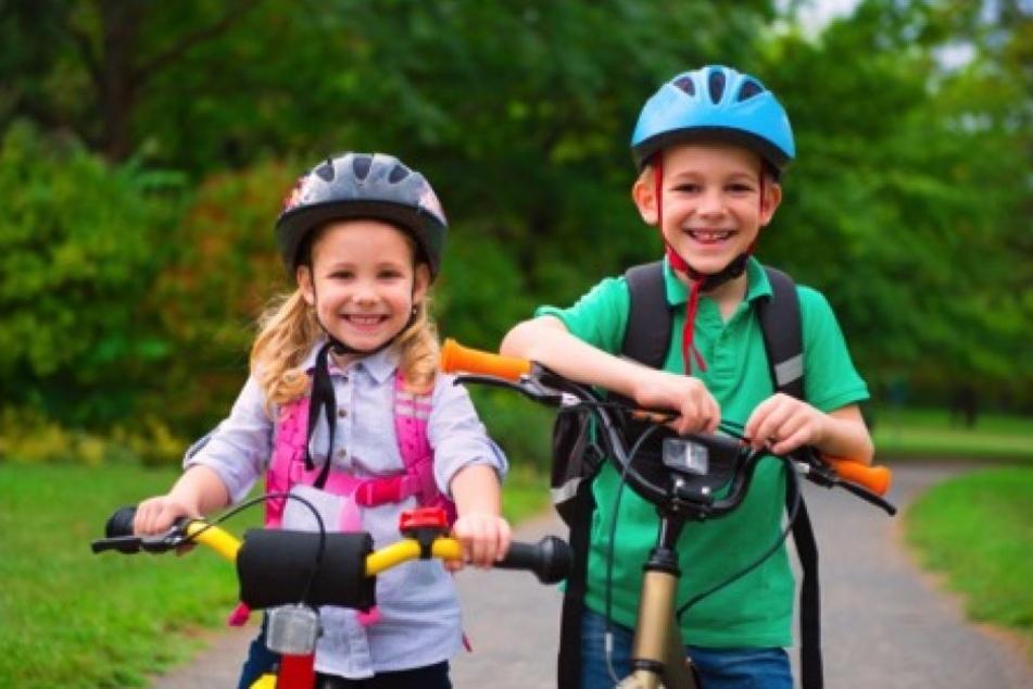 Eltern sollten ihre Kinder für die Risiken im Straßenverkehr sensibilisieren.