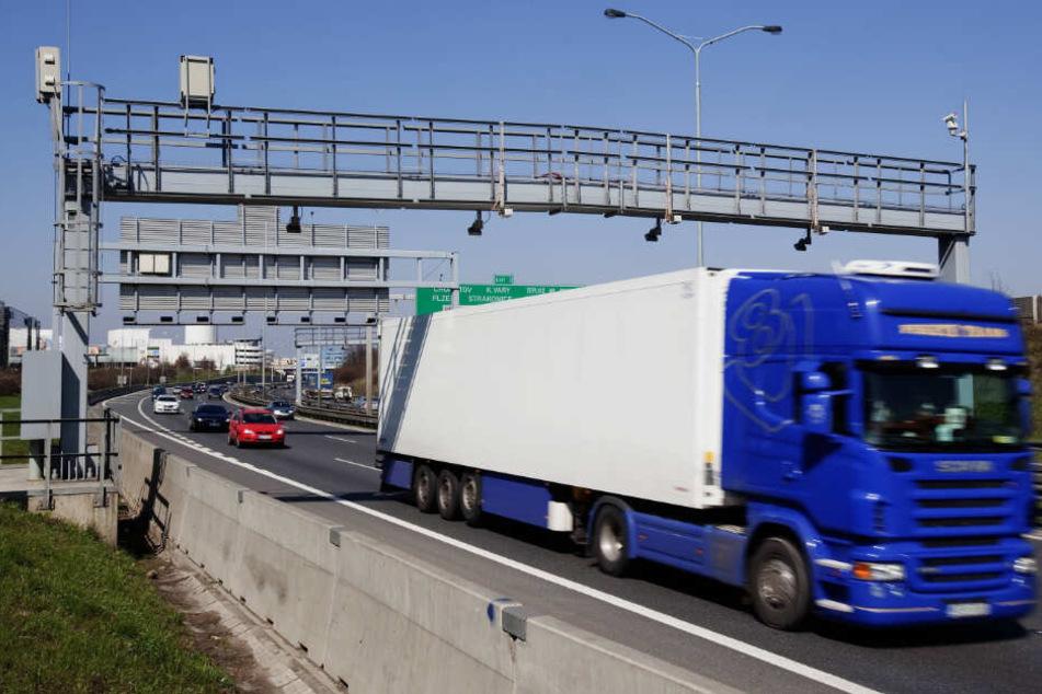 Wegen neuer Maut-Technik rechnen Behörden in Tschechien mit Mega-Staus.