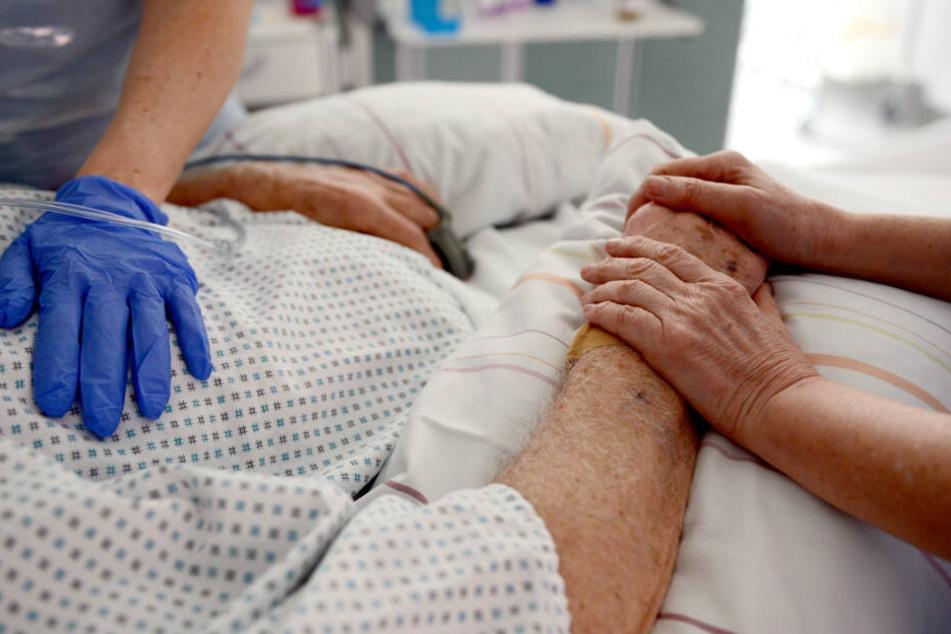 Fehlende Anerkennung für den Beruf sowie eine mangelhafte Bezahlung haben zum akuten Pflegenotstand in Deutschland geführt.