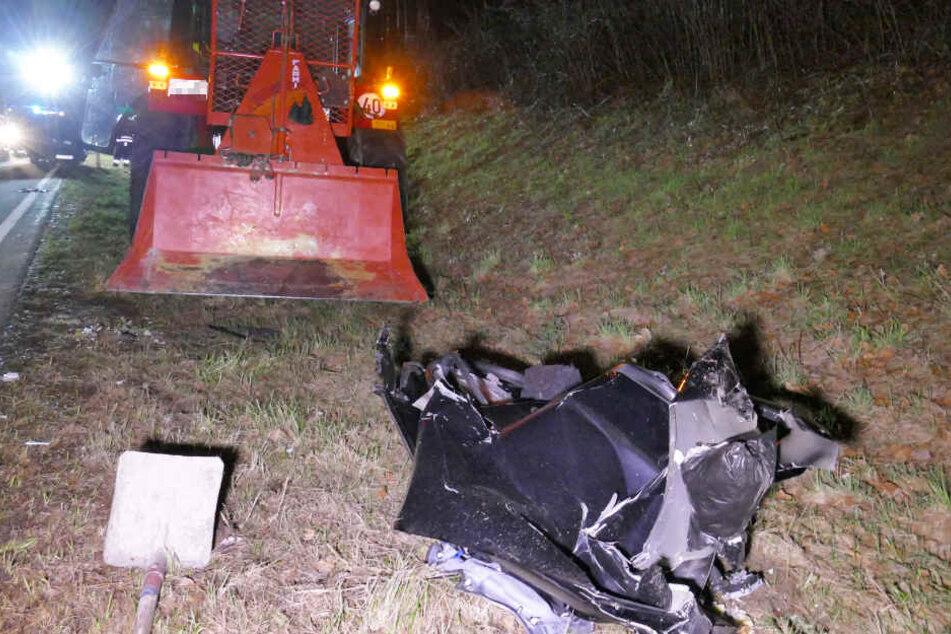 Auf der Bundesstraße 85 ist es zu einem Unfall mit einem Traktor gekommen.