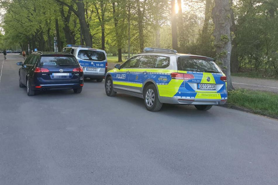 An der Sachsenbrücke im Clara-Zetkin-Park ist am Donnerstagabend offenbar eine Frau von einem Mann attackiert worden.