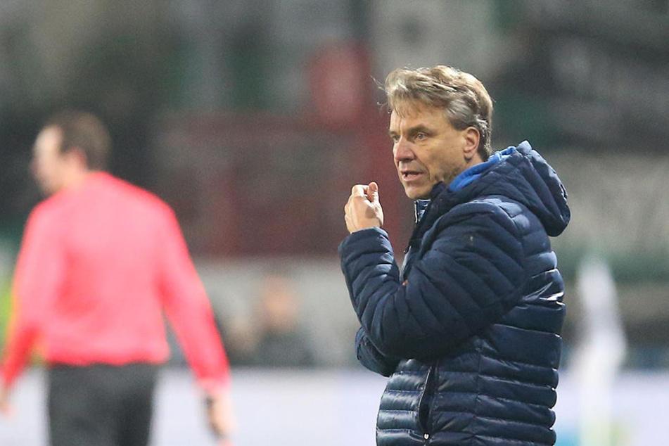 Nach vier Niederlagen in Folge wird die Luft für Coach Horst Steffen immer dünner.
