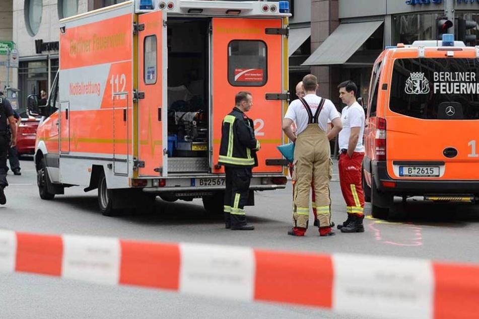 Die Besatzung eines Rettungswagens wurde bei einem lebensrettenden Einsatzes von einem Mann attackiert (Symbolbild).