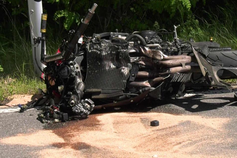 Das Foto zeigt eines der beiden verunglückten Motorräder.