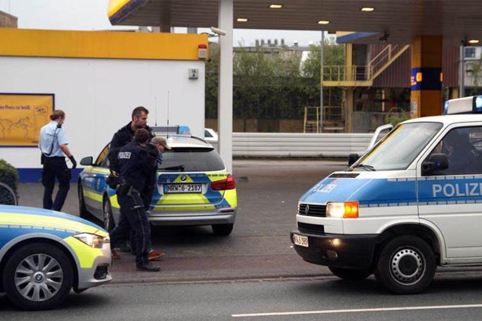 Der mutmaßliche Täter wurde noch am Montag gefasst und abgeführt.