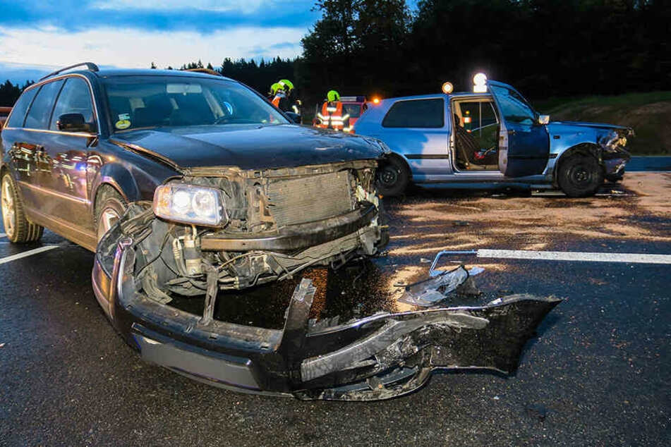 Der VW wurde bei dem Unfall schwer beschädigt.