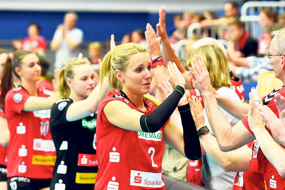 Abklatschen mit den Fans: Mareen von Römer hatte nach dem Saison-Aus Tränen in den Augen.