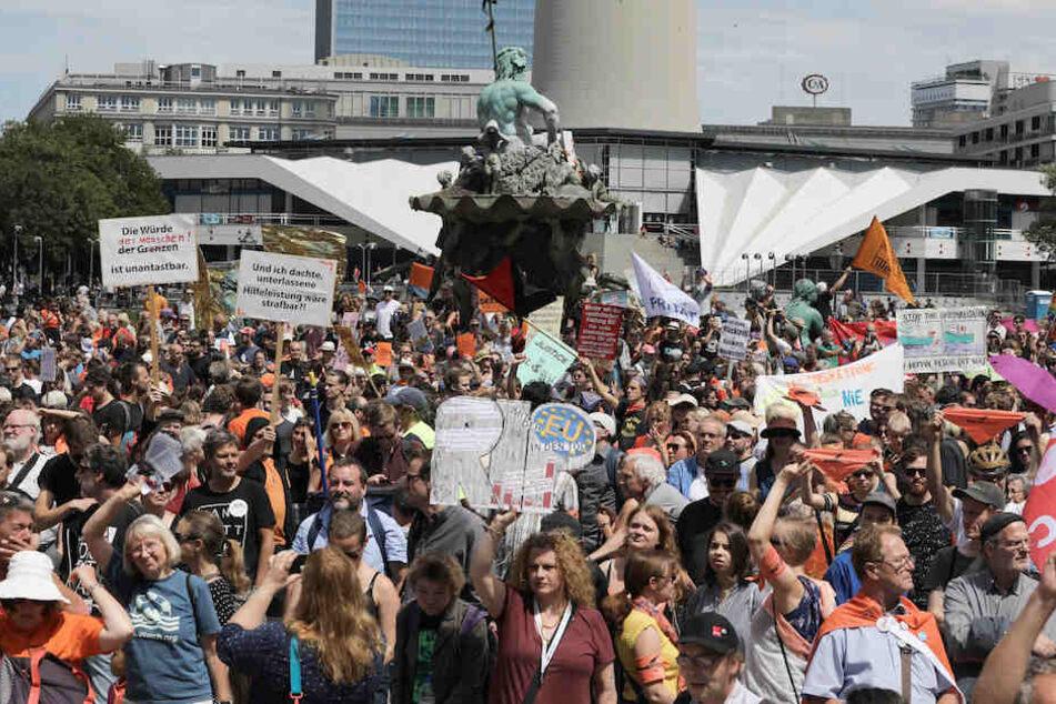 Tausende Demonstranten am Samstag auf dem Berliner Alexanderplatz.