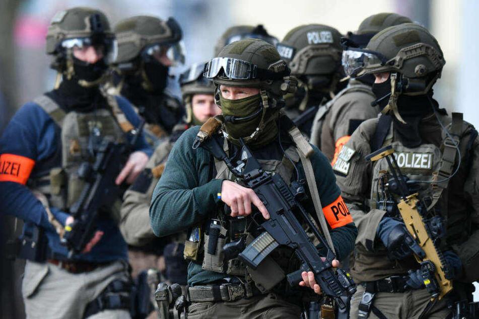 Die beiden Rocker wurden von Spezial-Einheiten der Polizei in Düsseldorf und Erkrath festgenommen (Symbolbild).