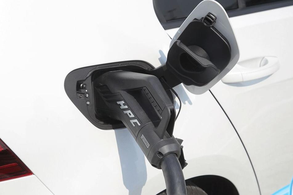 Die megaschnellen Ladestationen sind für jedes E-Auto geeignet.