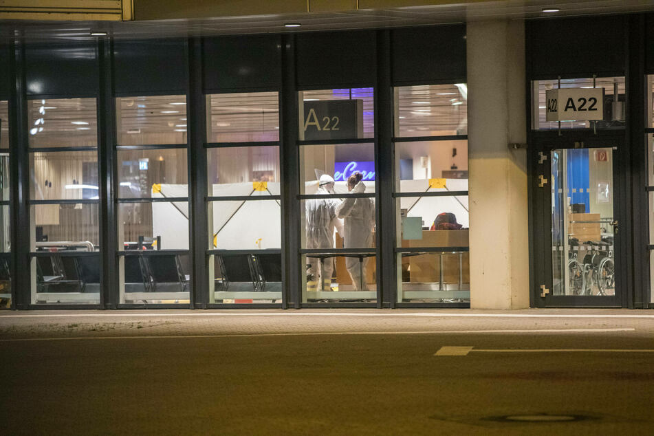 Flights to Germany and other European countries were canceled. The last passengers arriving from Britain were tested at the airport in Hamburg.