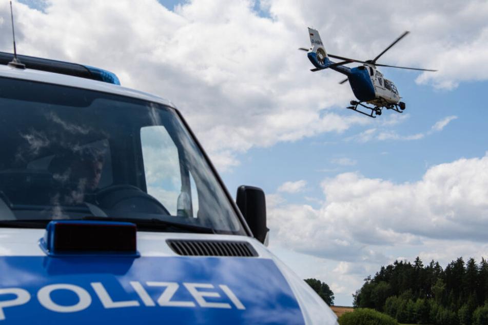 Die Polizei setzte unter anderem einen Hubschrauber ein. (Symbolbild)