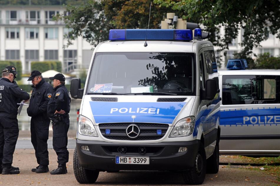Großfamilien eskalieren: Frau von Auto mitgeschleift, Polizist geschlagen