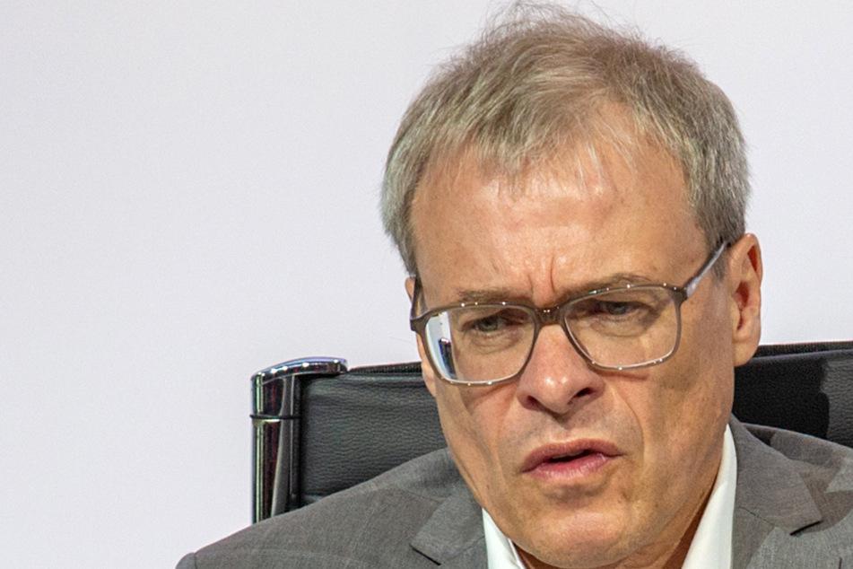 Abstiegsaussetzung, finanzielle Entschädigung oder ... - DFL-Vizepräsident Peter Peters fragt sich, was Dynamo letztendlich genau erreichen will.