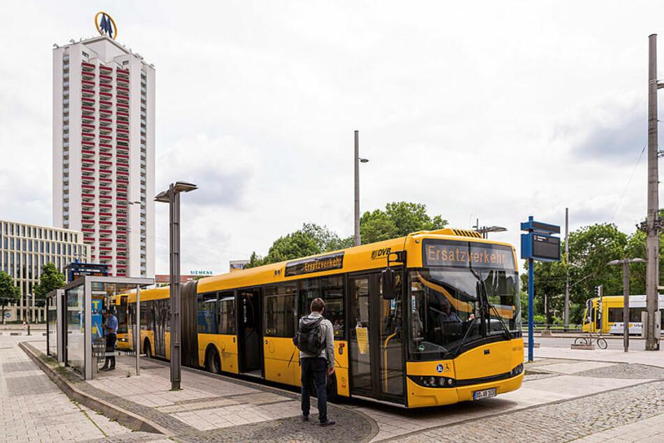 Feindliche Übernahme? Busentführung? - Die Dresdner helfen in Leipzig einfach nur aus.
