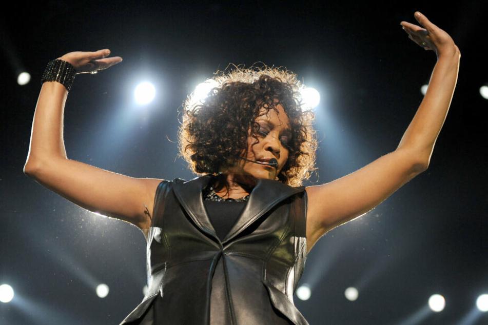 Whitney Houston am 12. Mai 2010 bei einem Auftritt in der damaligen o2-Arena in Berlin.