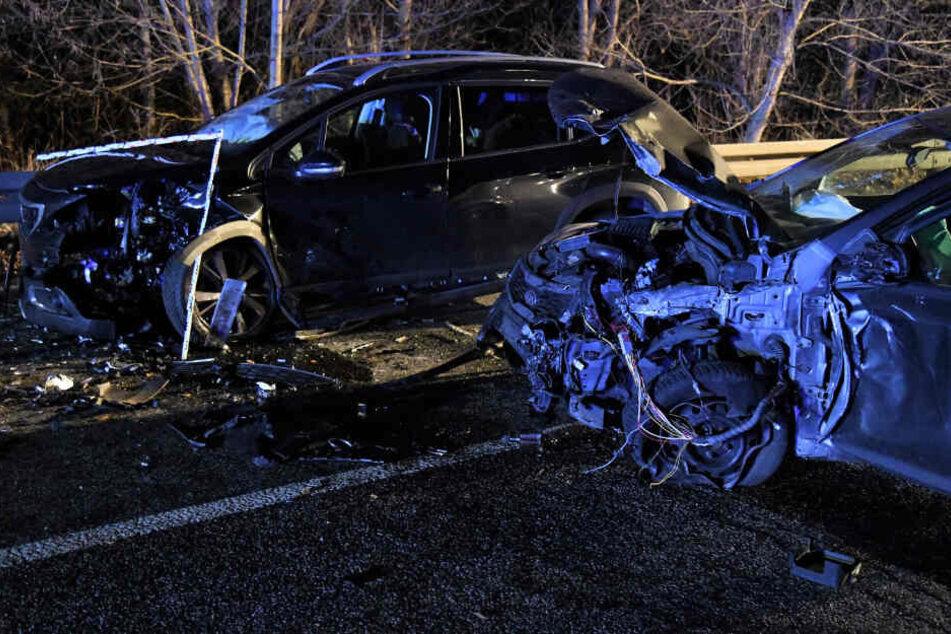 Schwerer-Unfall-mit-f-nf-Autos-in-Potsdam-Acht-Verletzte-darunter-ein-Kleinkind