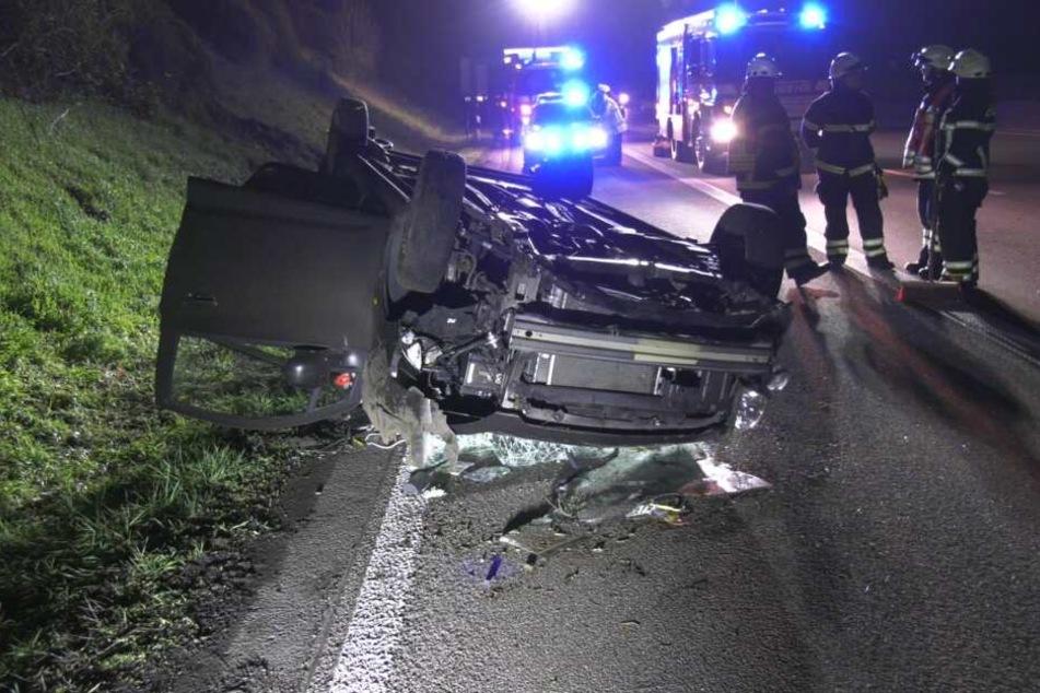 Alle vier Insassen wurden bei dem Unfall verletzt und kamen in nahegelegene Krankenhäuser.