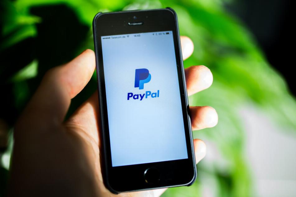 Wer bei Flixbus mit Paypal bezahlt, muss eine Extragebühr bezahlen, doch die EU will bargeldlose Zahlungen vereinheitlichen. (Symbolbild)