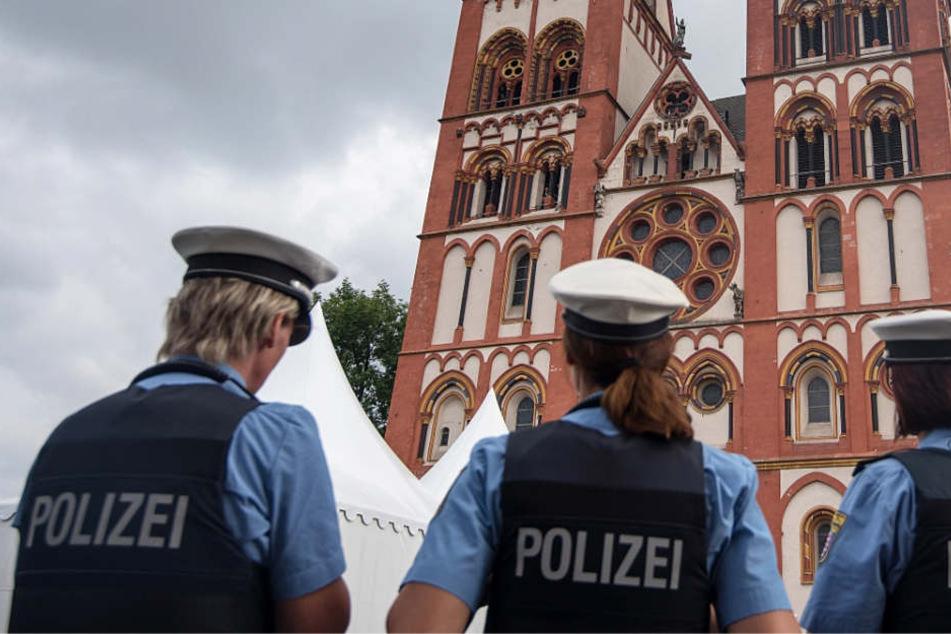 Gegen einen Mitarbeiter des Bistums Limburg laufen Ermittlungen wegen des Besitzes von Kinderpornos.