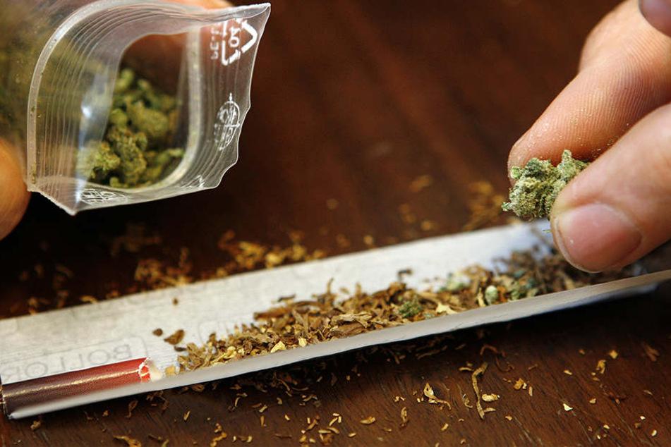 Der Marokkaner hatte rund ein Kilo Marihuana im Gepäck. (Symbolbild)