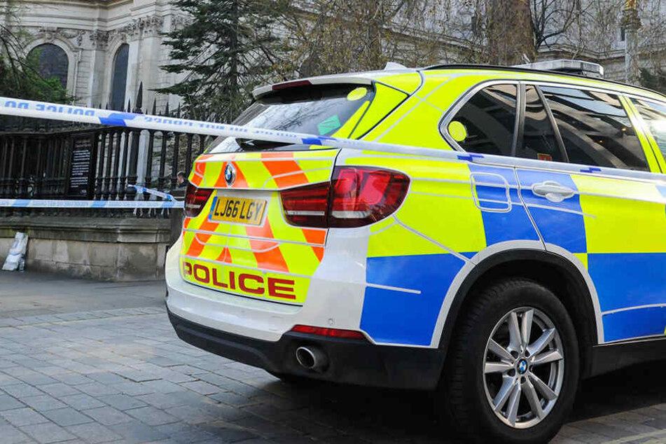 In London soll ein geistig Verwirrter vier Menschen von hinten niedergestochen haben.