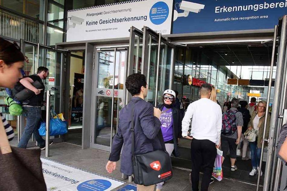 Am Berliner Bahnhof Südkreuz läuft derzeit das Testprojekt zur Gesichtserkennung auf freiwilliger Basis.