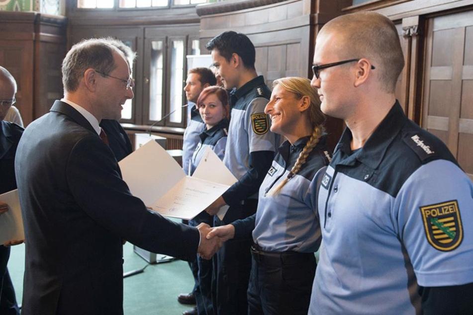 Die Wachpolizei hat sich bewährt, findet Innenminister Markus Ulbig (52, CDU).