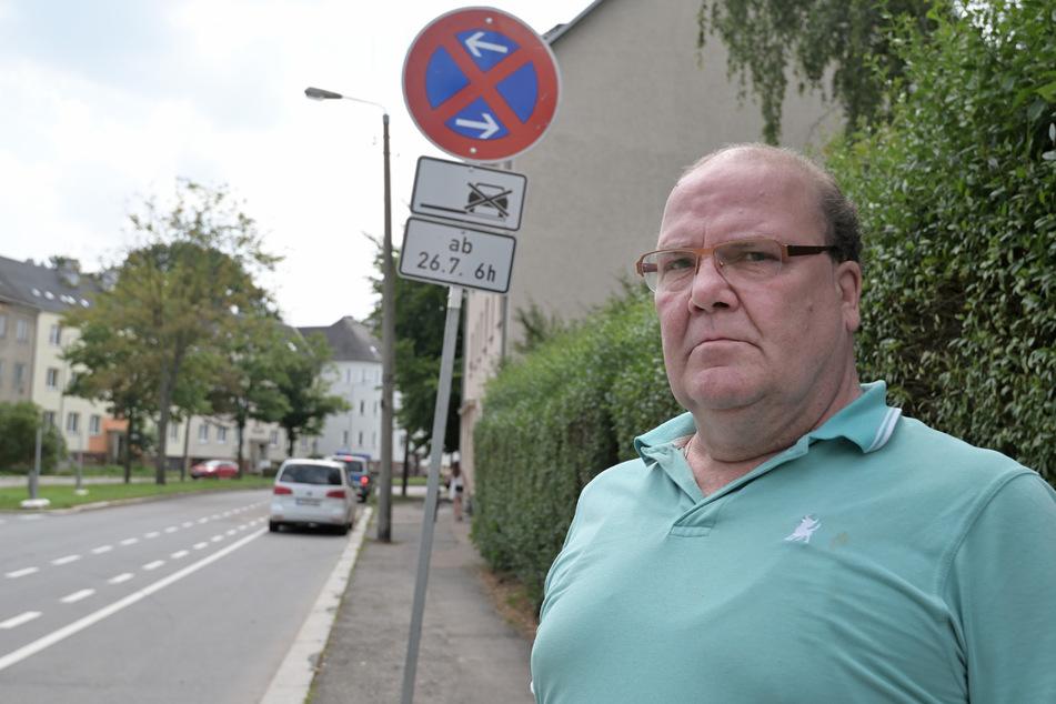 Für Anwohner Andreas Voigt (61) ist das Halteverbot eine Frage der Gesundheit.