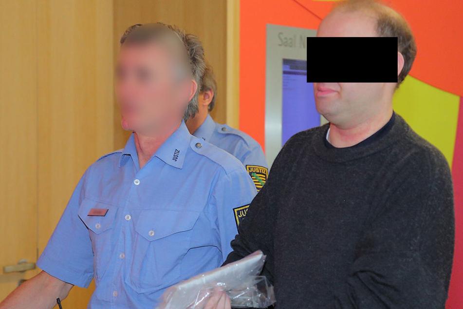 Der verurteilte Mörder Falko F. (41) fällt auch im Knast immer wieder mit  Drohgebärden auf.