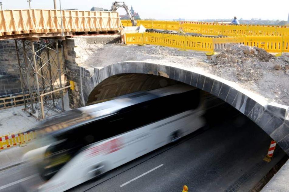 Dieser Brückenbogen wird ab 2. November abgerissen. Bereits vorher kommt es aber zu einer Vollsperrung.