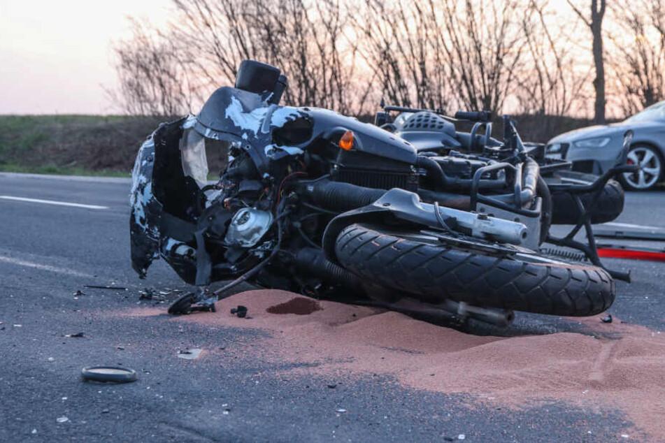Der Fahrer des Motorrads überlebte den Zusammenstoß nicht.