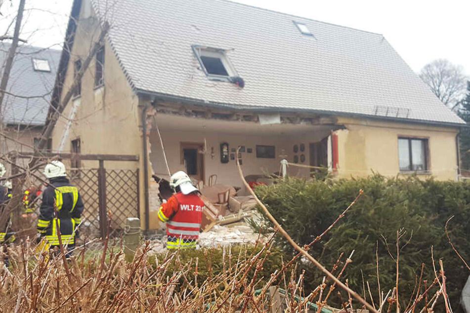 Die Hausfassade flog in die Luft.