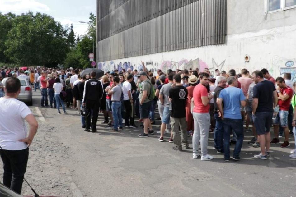 Rund 4000 rumänischen Wählern standen gerade einmal sechs Wahlkabinen zur Verfügung.