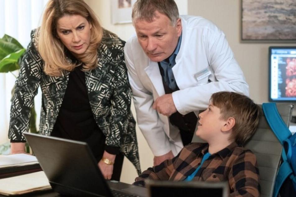"""Dr. Roland Heilmann bekommt es in der neuen Folge von """"In aller Freundschaft"""" mal wieder mit Hanno, dem Sohn seiner Freundin Katja, zu tun."""