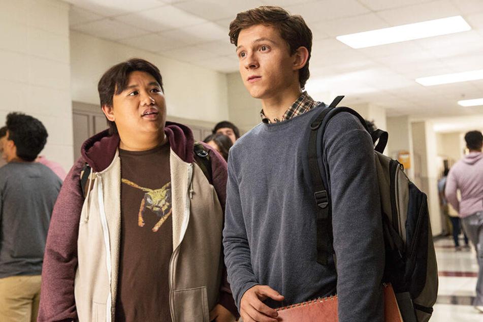 Peter Parker (r., Tom Holland) und sein bester Kumpel Ned (Jacob Batalon) müssen einige Gefahren überstehen.