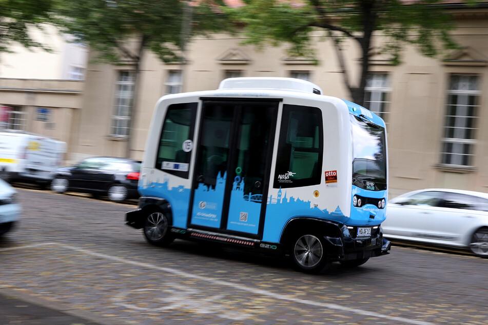 In Magdeburg startet im August der Testbetrieb mit autonomen Shuttlebussen. Darin haben sechs Fahrgäste Platz.